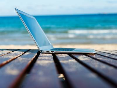 laptop-on-beach